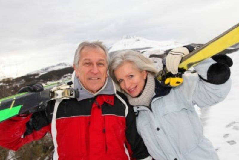 Casal esquiador