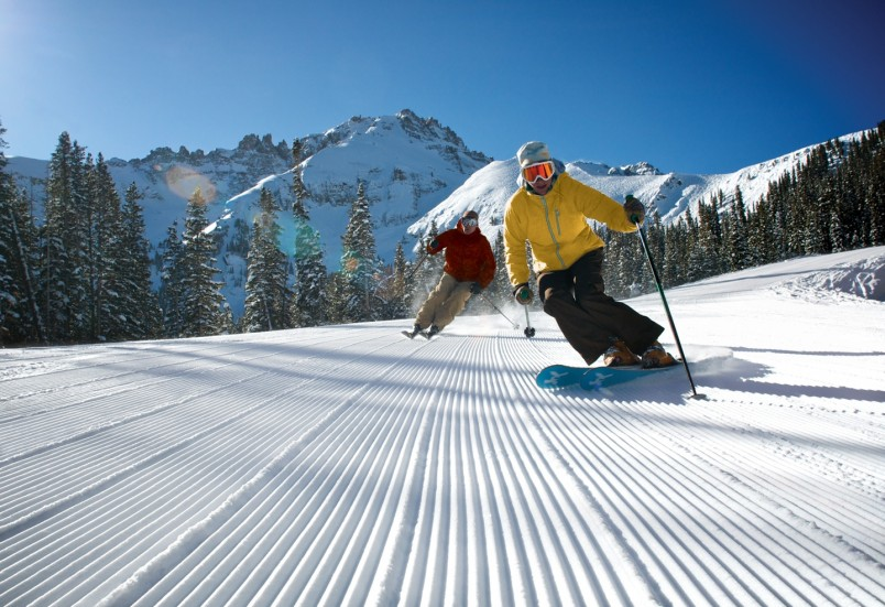 gguscriora1011_corduroy_skiers