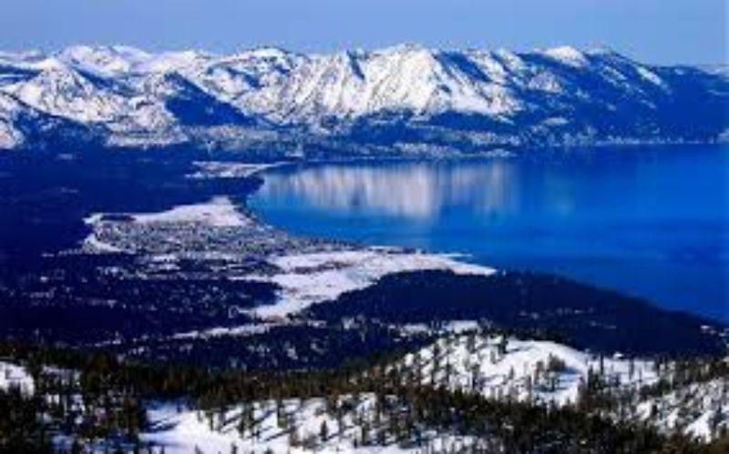 Heavenly vista do lago
