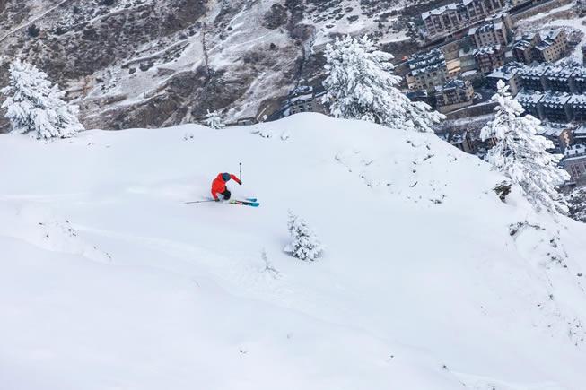 Montanha com resort em Andorra - Grandvalira